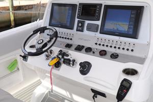 39' Concept Boats 3900 CC 2014 Helm