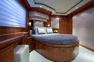 112' Custom Line 112 2004 Guest Cabin