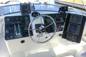 44' Carver 440 Aft Cabin Motor Yacht 1995 Flybridge helm station