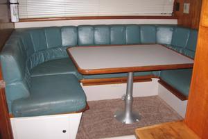 44' Carver 440 Aft Cabin Motor Yacht 1995 Dinette