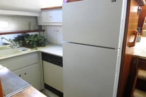 44' Carver 440 Aft Cabin Motor Yacht 1995 Full size refrigerator