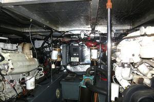 44' Carver 440 Aft Cabin Motor Yacht 1995 Engine Room
