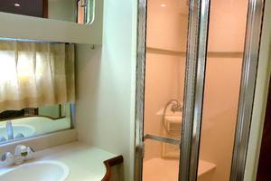 44' Carver 440 Aft Cabin Motor Yacht 1995 Master stateroom-shower