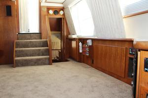 44' Carver 440 Aft Cabin Motor Yacht 1995 Port salon looking aft