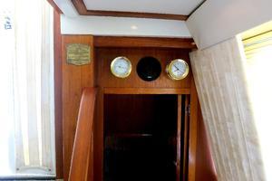 44' Carver 440 Aft Cabin Motor Yacht 1995 Entrance to master stateroom