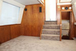 44' Carver 440 Aft Cabin Motor Yacht 1995 Salon looking aft