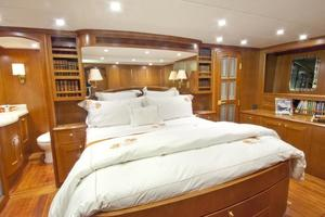 90' Offshore Yachts 80/85/90 Voyager 2019 Master Stateroom