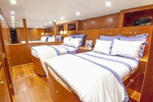 90' Offshore Yachts 80/85/90 Voyager 2019 Guest Stateroom