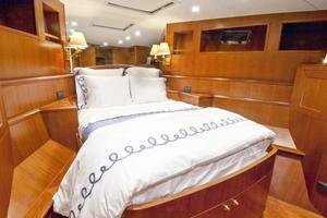 90' Offshore Yachts 80/85/90 Voyager 2021 ForwardVIPStateroom