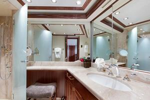 112' Westport Westport 112 2012 Master Bath