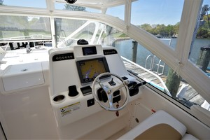 Edgewater 335EX Express Helm