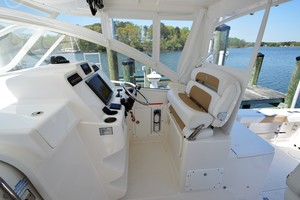 Edgewater 335EX Express Helm Seating