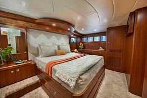 108' Johnson 108 FB Custom 2016 VIP to Starboard