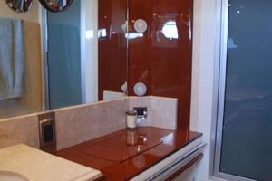 65' Marquis Cockpit M/Y 2006 Master Bath