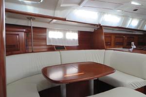 47' Beneteau 473 2002 Salon starboard
