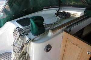 47' Beneteau 473 2002 electric cabin top winch