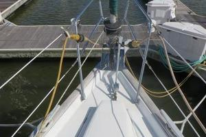 47' Beneteau 473 2002 Large anchor locker with electric windlass