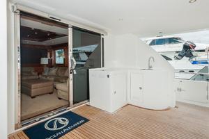 80' Ocean Alexander 80 Motoryacht 2010 Aft deck bar