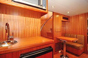 80' Ocean Alexander 80 Motoryacht 2010 Crew Quarters