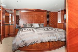 80' Ocean Alexander 80 Motoryacht 2010 Master stateroom