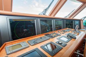 80' Ocean Alexander 80 Motoryacht 2010 Navigation displays