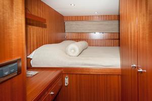 80' Ocean Alexander 80 Motoryacht 2010 Captain's berth