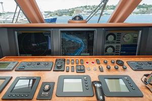 80' Ocean Alexander 80 Motoryacht 2010 Displays