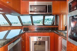 80' Ocean Alexander 80 Motoryacht 2010 Appliances