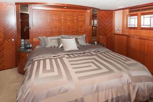 80' Ocean Alexander 80 Motoryacht 2010 Master berth