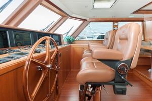 80' Ocean Alexander 80 Motoryacht 2010 Helm