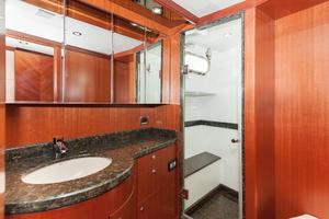 80' Ocean Alexander 80 Motoryacht 2010 Head/Shower
