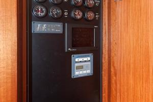 80' Ocean Alexander 80 Motoryacht 2010 Generator start/stop and octoplex