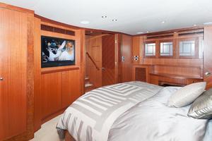 80' Ocean Alexander 80 Motoryacht 2010 Master TV