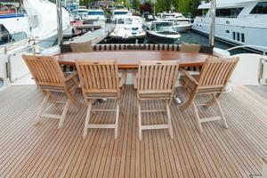 80' Ocean Alexander 80 Motoryacht 2010 Aft deck seating