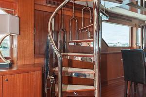 80' Ocean Alexander 80 Motoryacht 2010 Spiral Stairs to Skylounge