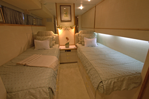 102' Palmer Johnson Cockpit Motoryacht 1980 Guest Twin Berth Stateroom Port Side