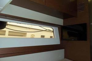 51' Sea Ray 510 Fly 2015 Twin Cabin Large Dead Light