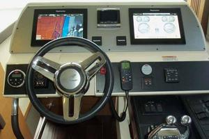 51' Sea Ray 510 Fly 2015 Helm Panel