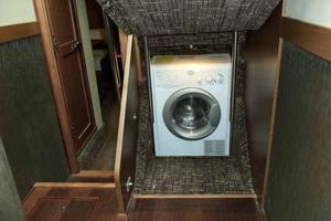 51' Sea Ray 510 Fly 2015 Companionway Laundry