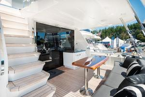 70' Ocean Alexander Evolution 2017 Aft deck and bar