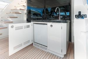 70' Ocean Alexander Evolution 2017 Bar refrigerator and icemaker