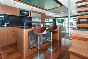 70' Ocean Alexander Evolution 2017 Galley seating