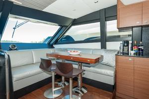 70' Ocean Alexander Evolution 2017 Dinette seats 6/8 persons