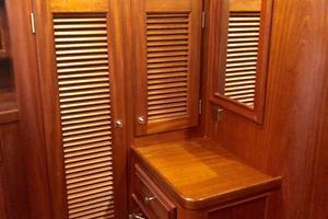 51' Vicem Classic 2003 Vicem 51 Classic Master Cabin Vanity