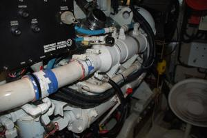 50' Sea Ray Sundancer 1998 Engine Room