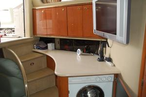 50' Sea Ray Sundancer 1998 Cabin Steps, LCD TV