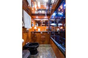 80' Nova Marine Supernova 80 2000 Mid stateroom head with jacuzzi tub aft
