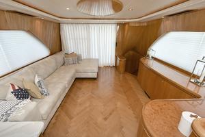 70' Horizon 70 Motor Yacht 1999 Salon