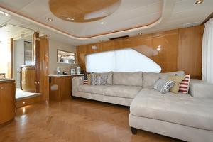70' Horizon 70 Motor Yacht 1999 New Salon Sofa