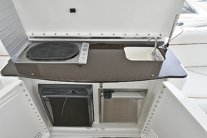 52' Silverton 52 Ovation 2009 Wet Bar with Refrigerator/ Ice Maker/ Sink / Grill